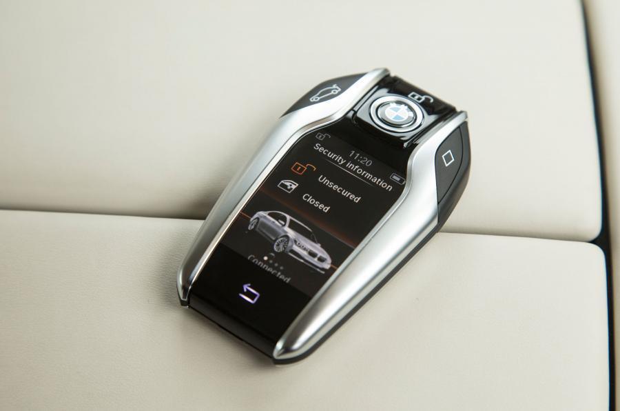 BMW 740 Le xDrive display key