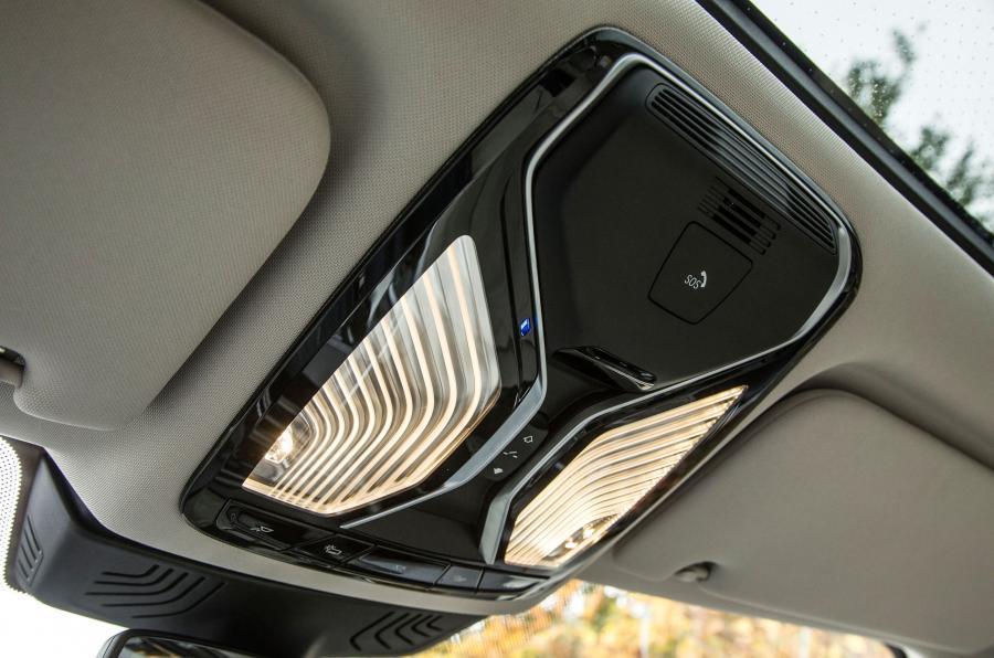 BMW 740 Le xDrive LED interior lights