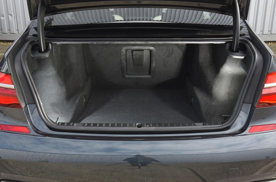 BMW M760Li xDrive boot space