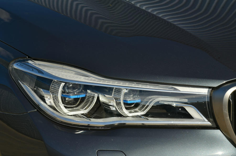 BMW M760Li xDrive LED headlights
