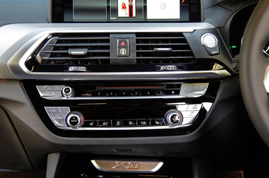 BMW X3 centre console