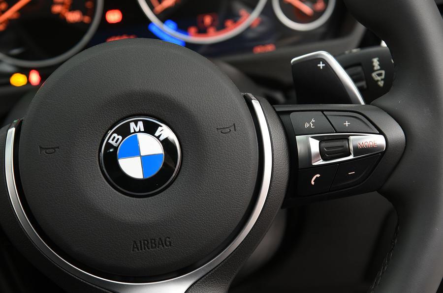 BMW 320d M Sport padlde shifters
