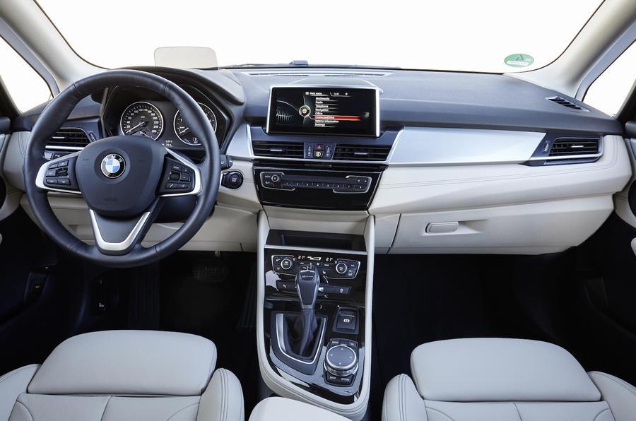BMW 225xe Active Tourer dashboard