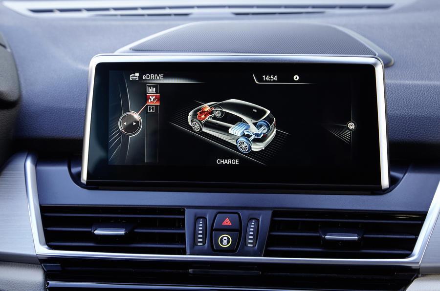 BMW 225xe Active Tourer infotainment