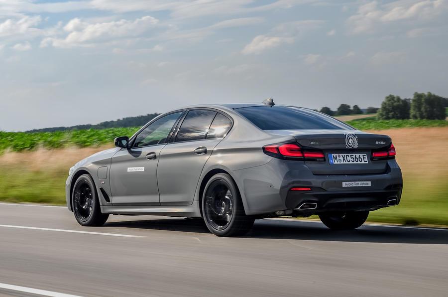 2020 - [BMW] Série 5 restylée [G30] - Page 11 Bmw_545e_xdrive_camouflage_014