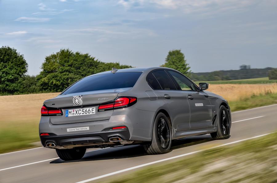 2020 - [BMW] Série 5 restylée [G30] - Page 11 Bmw_545e_xdrive_camouflage_016