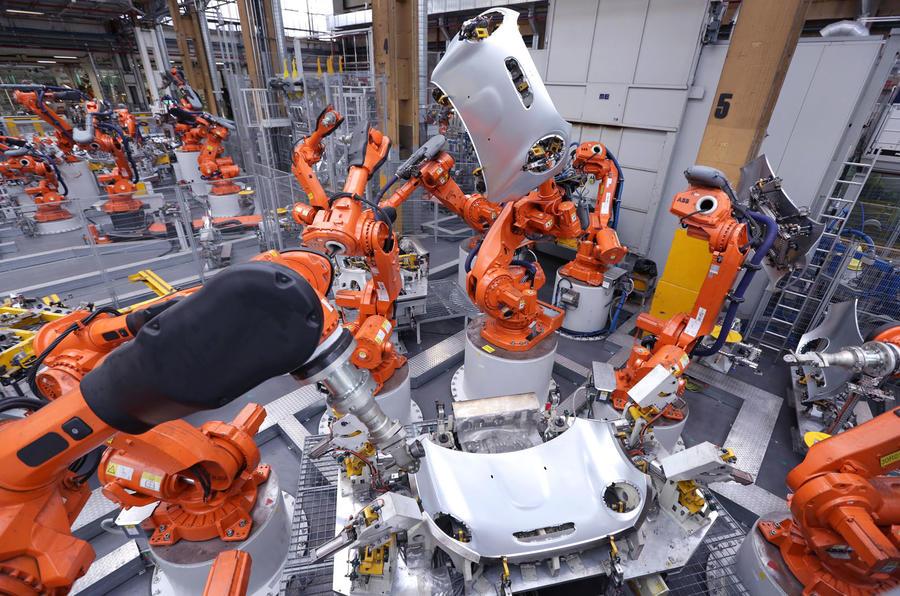 UK car industry: Government must secure interim EU deal