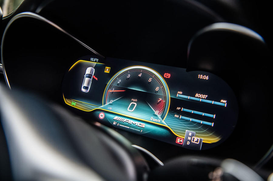 Mercedes-AMG C63 S 2018 instrument binnacle