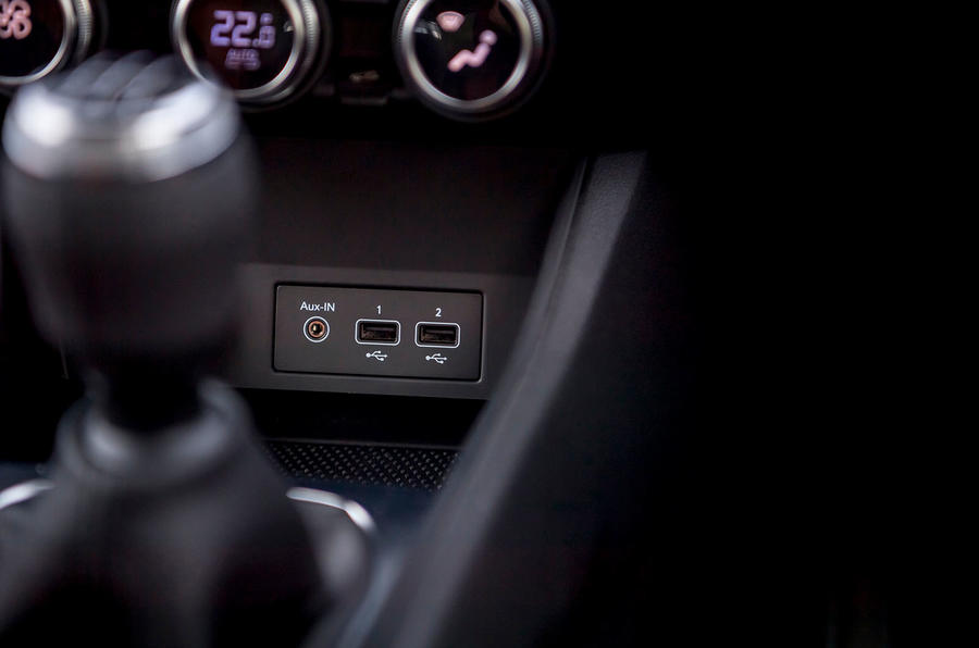 Renault Captur 2020 UK first drive review - USB ports