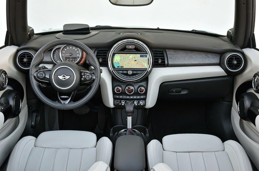 Mini Cooper S Convertible dashboard