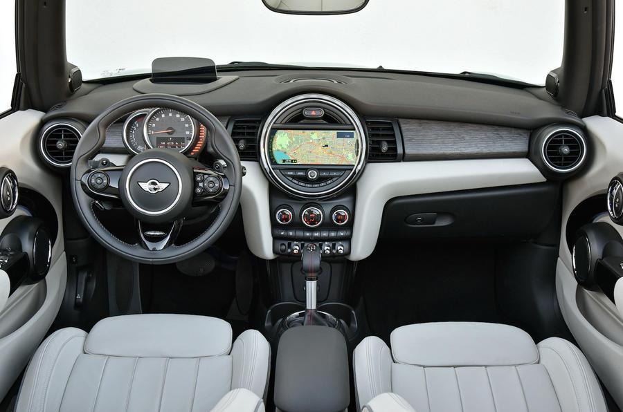 Mini Cooper S Convertible dashboard