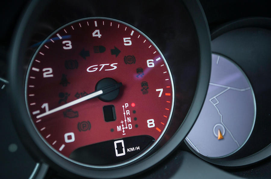 Porsche Cayenne GTS rev counter