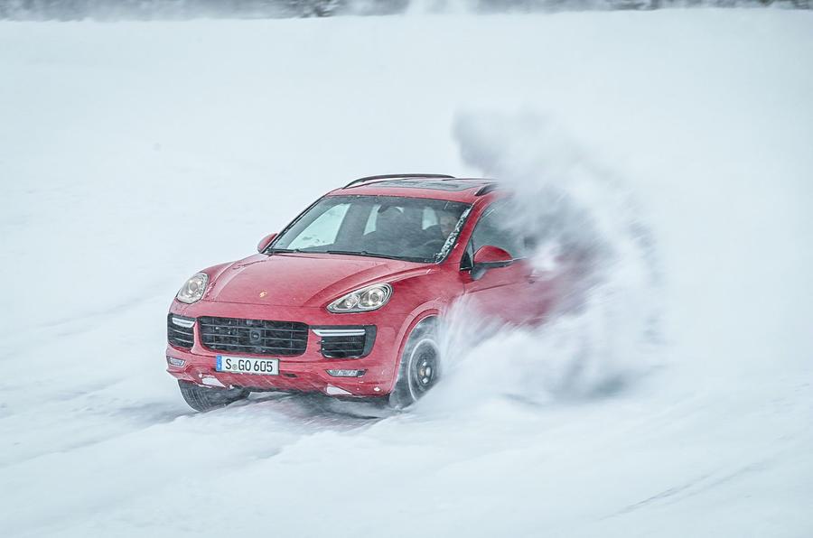 Porsche Cayenne GTS snow drifting