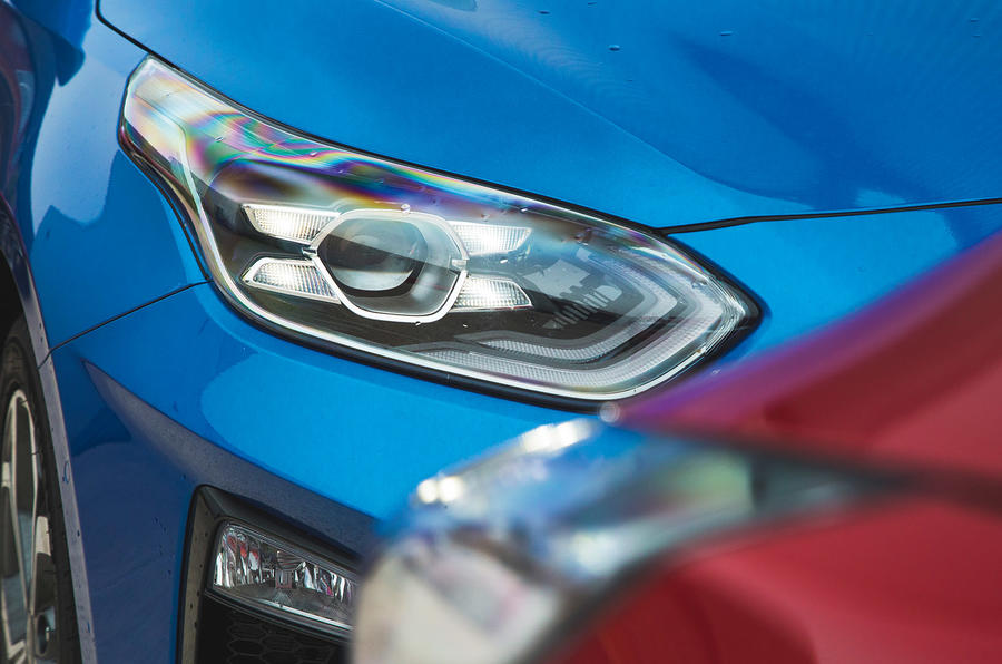 Kia Ceed vs Kia Ceed headlights
