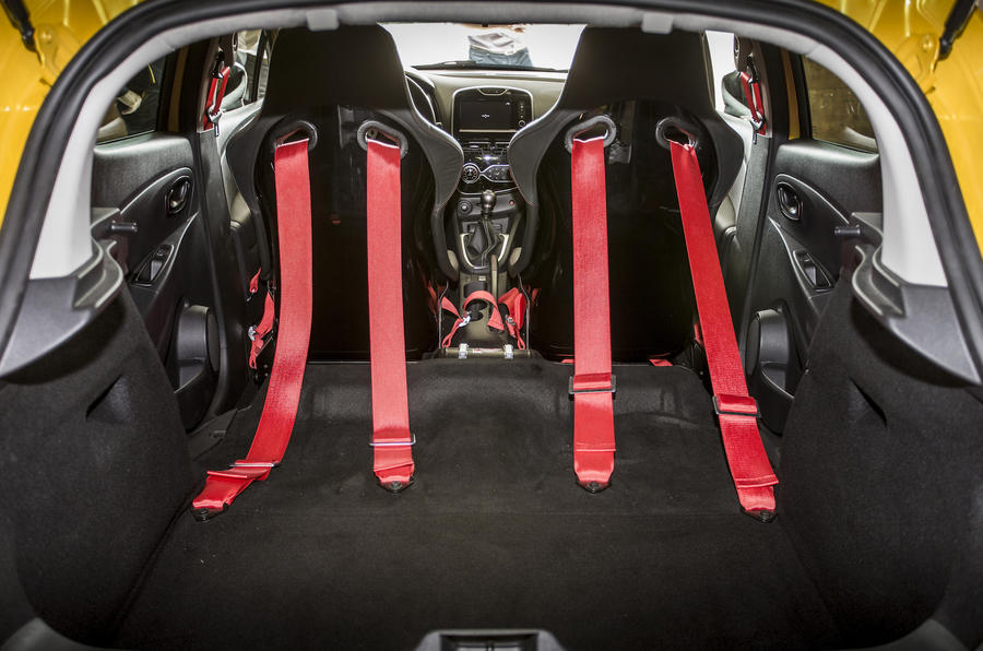 Renault Clio RS16 racing harnesses