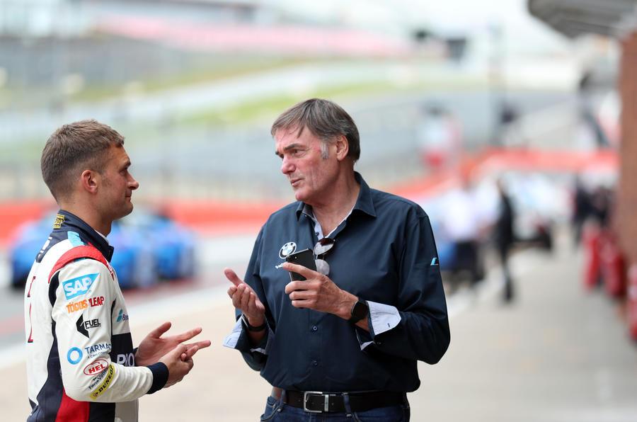 Turkington talking to BMW employee