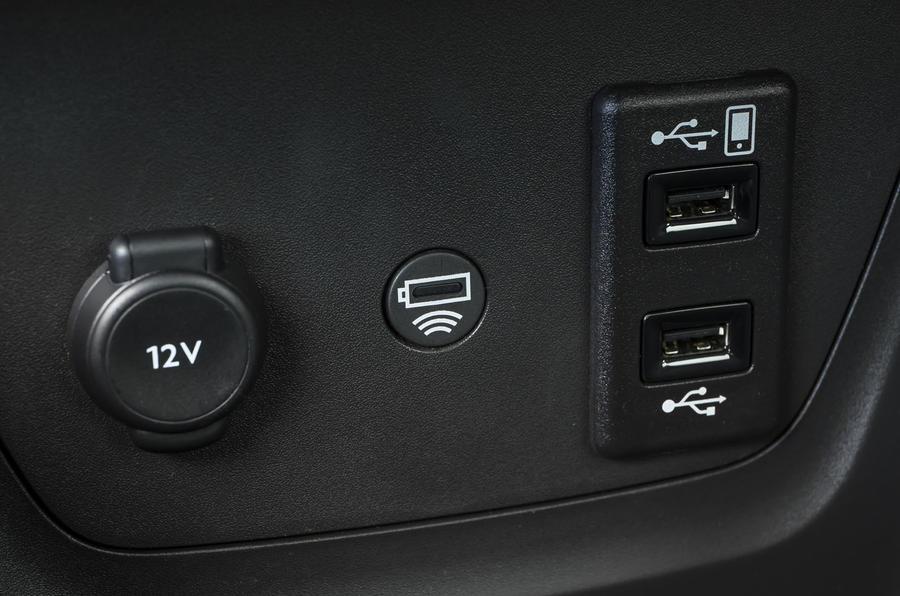 Vauxhall Crossland X multimedia ports