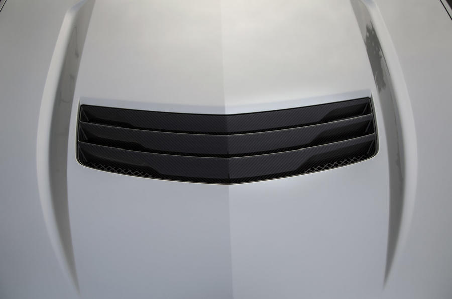 Cadillac CTS-V bonnet scoop