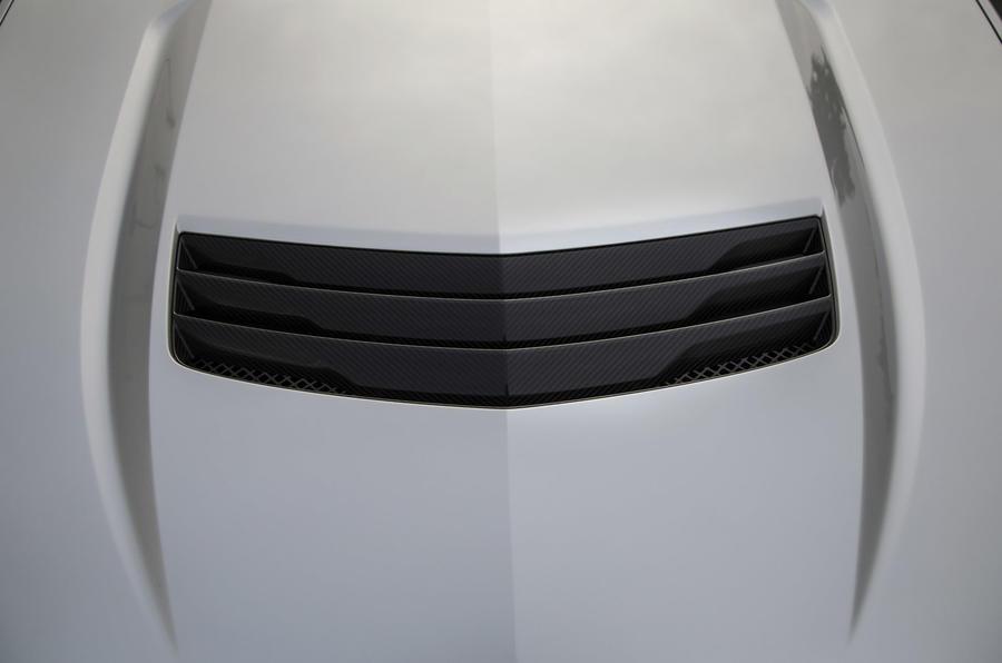 Cadillac CTS-V bonnet scoop