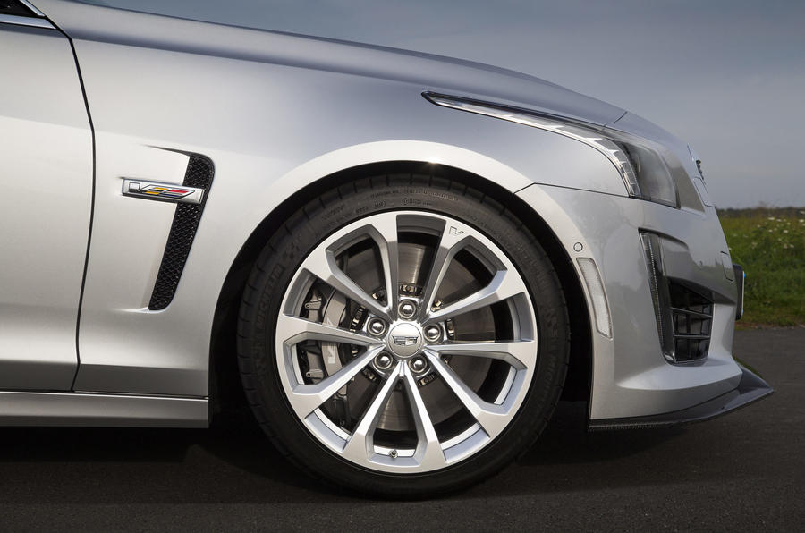 Cadillac CTS-V front wing