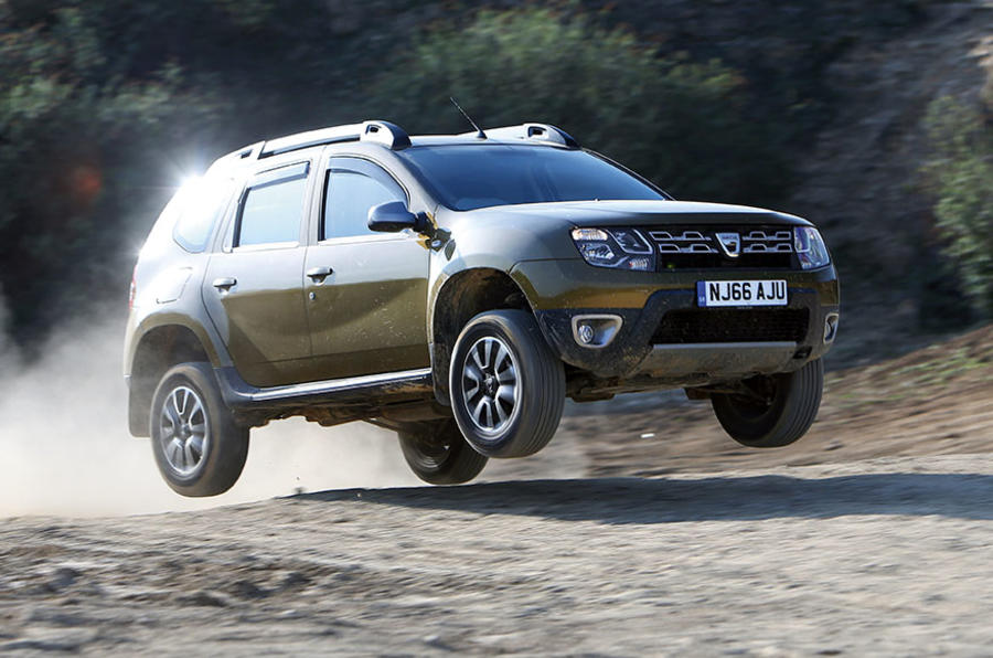 Dacia Duster jumping