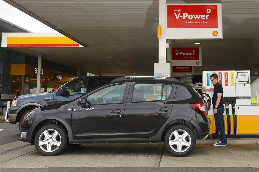 Dacia Sandero Bi-Fuel at Shell fuel station