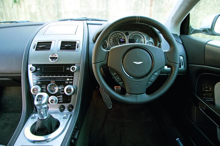 Aston Martin DBS - steering wheel