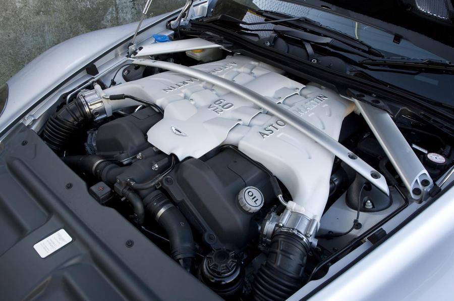 Aston Martin DBS - engine