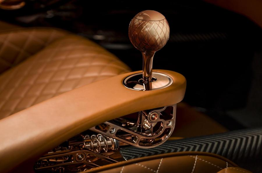 De Tomaso P72 gearshift