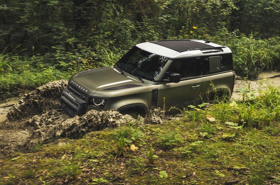 2020 Land Rover Defender reveal - off-roading side
