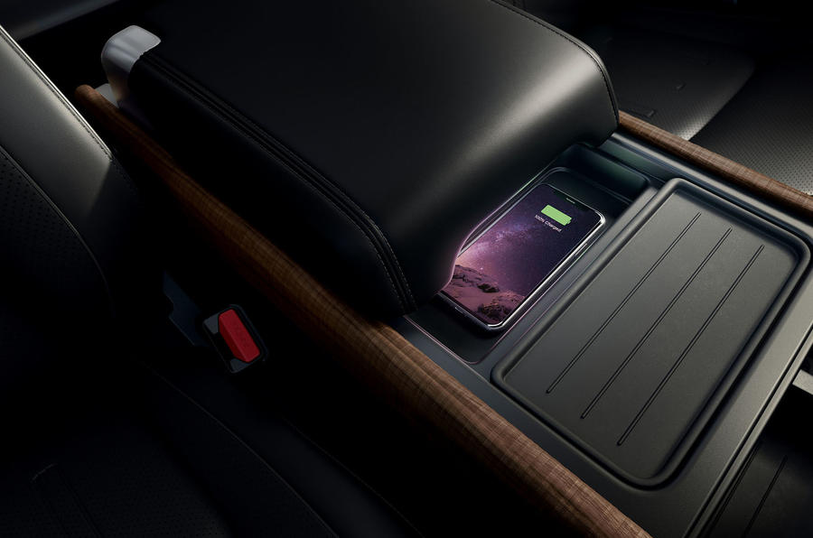 2020 Land Rover Defender reveal - wireless charging