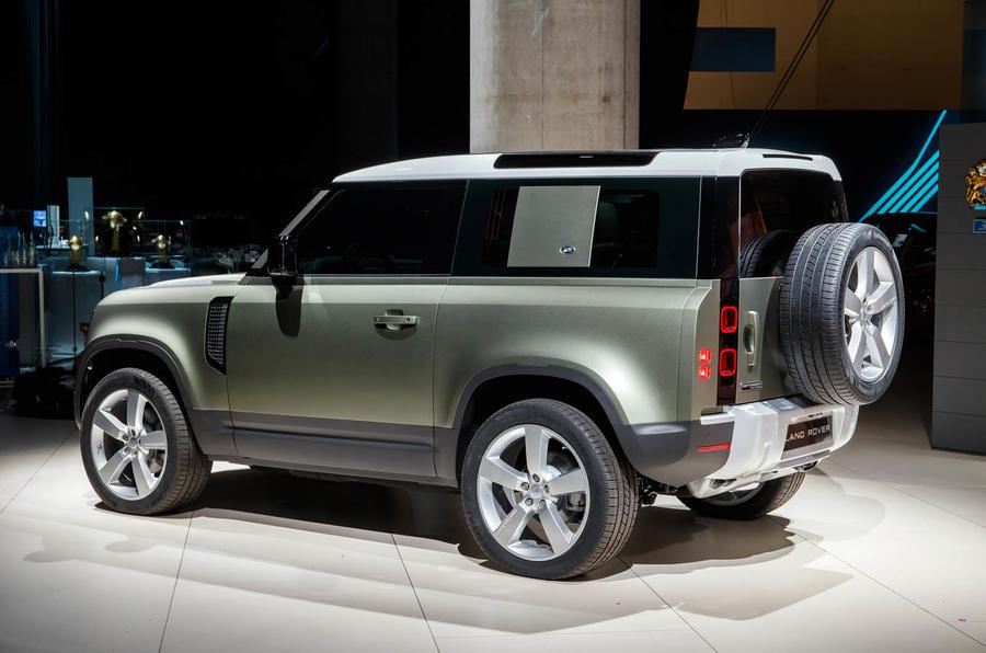 Land Rover Defender 90 - rear