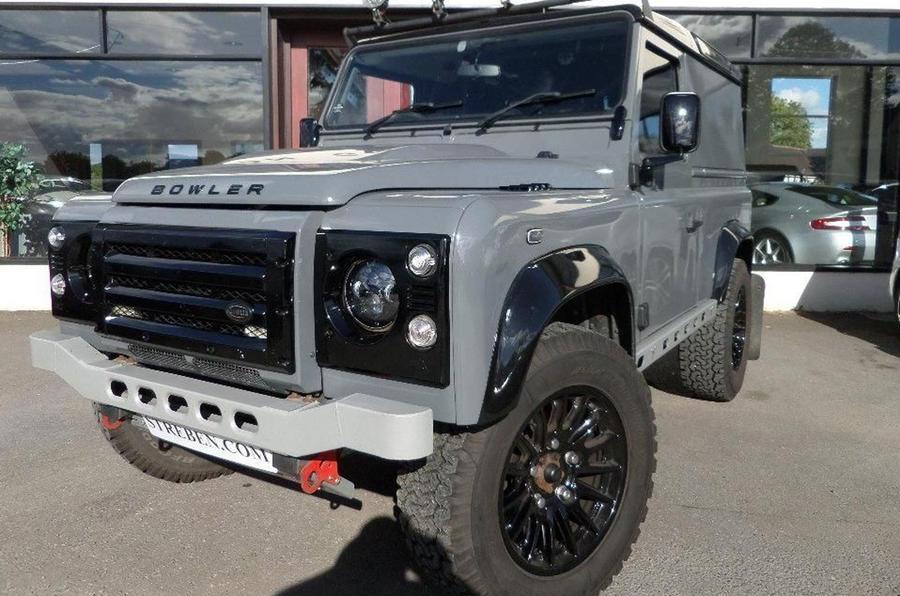 Land Rover Defender 90 Bowler