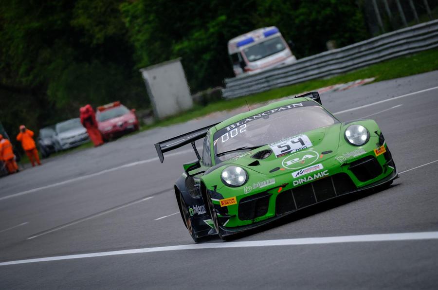 Porsche 911 GT3 R straight