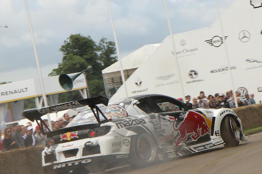 Six-way drift battle