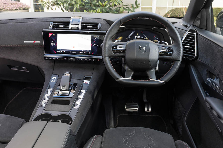 DS 7 Crossback BlueHDi 180 Performance Line 2018 review dashboard