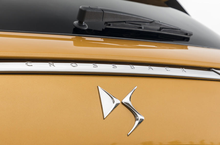 DS7 Crossback badging