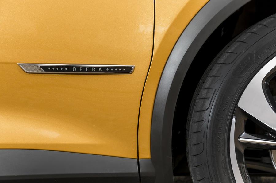 DS7 Crossback trim denoter