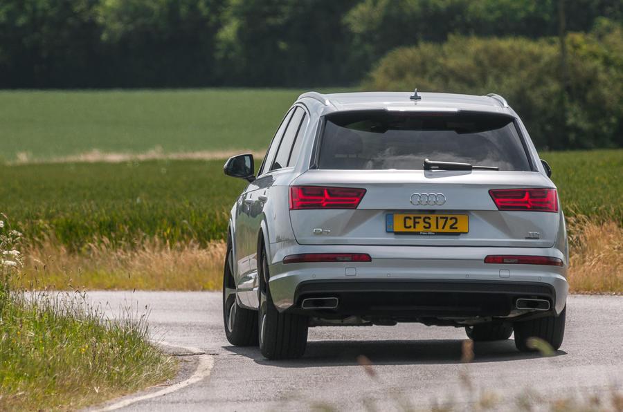 Audi Q7 rear cornering