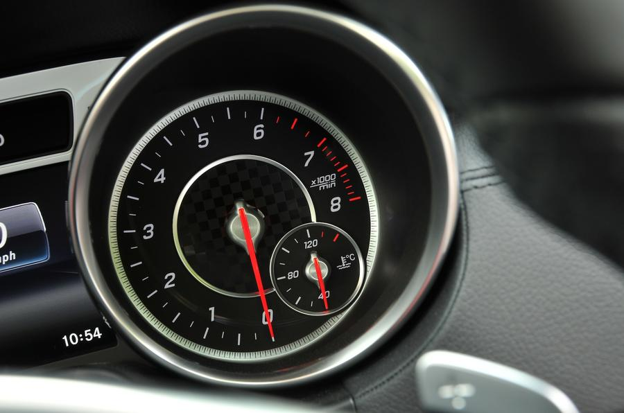 Mercedes-Benz SL 400 rev counter