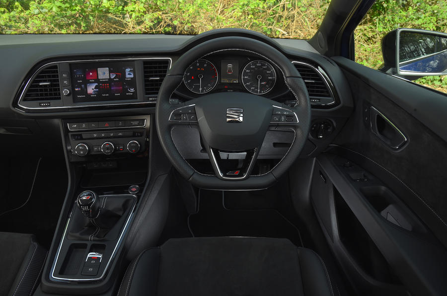 Seat Leon SC Cupra 300 dashboard