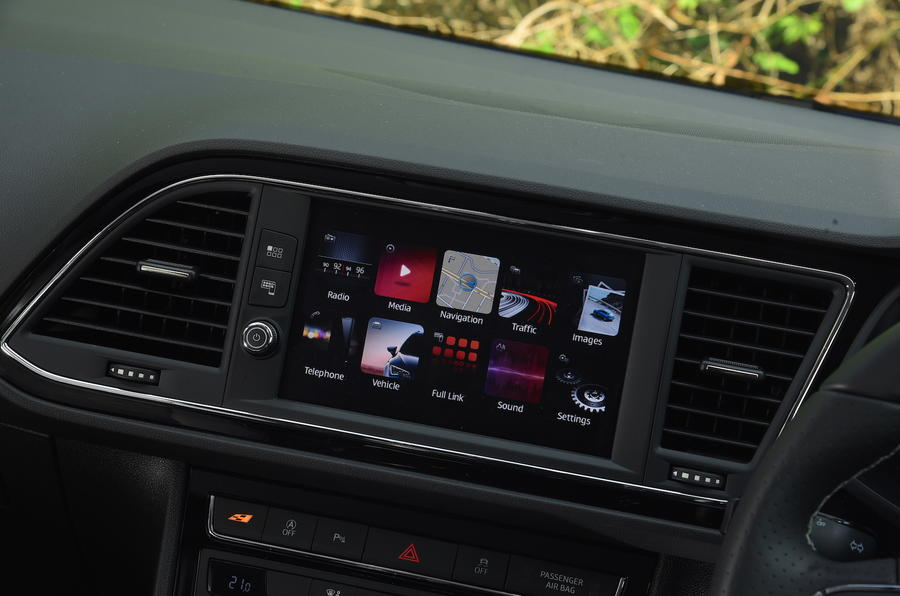 Seat Leon SC Cupra 300 infotainment display