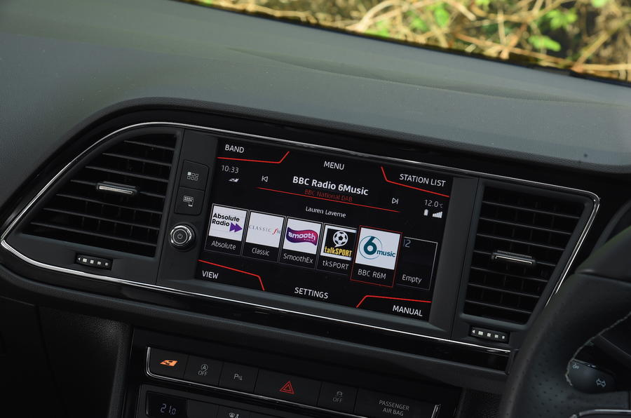 Seat Leon SC Cupra 300 infotainment system