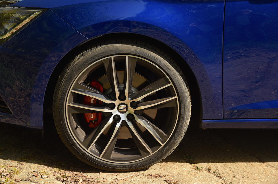 Seat Leon SC Cupra 300 alloy wheels