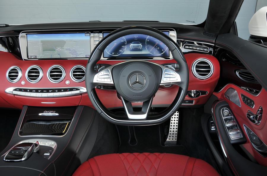 Mercedes-Benz S500 Cabriolet dashboard