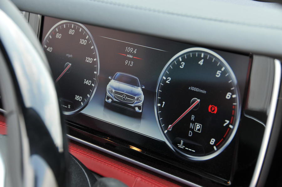 Mercedes-Benz S500 Cabriolet digital instruments