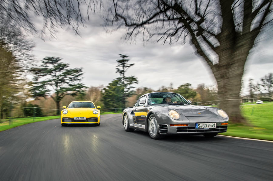 Porsche 992 911 vs. Porsche 959 - front