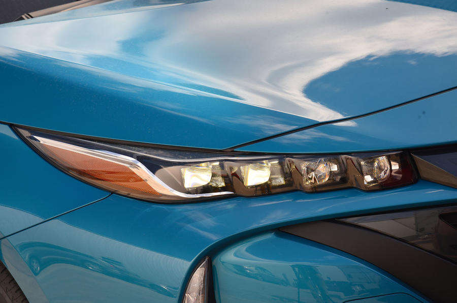 Toyota Prius Plug-in LED headlights