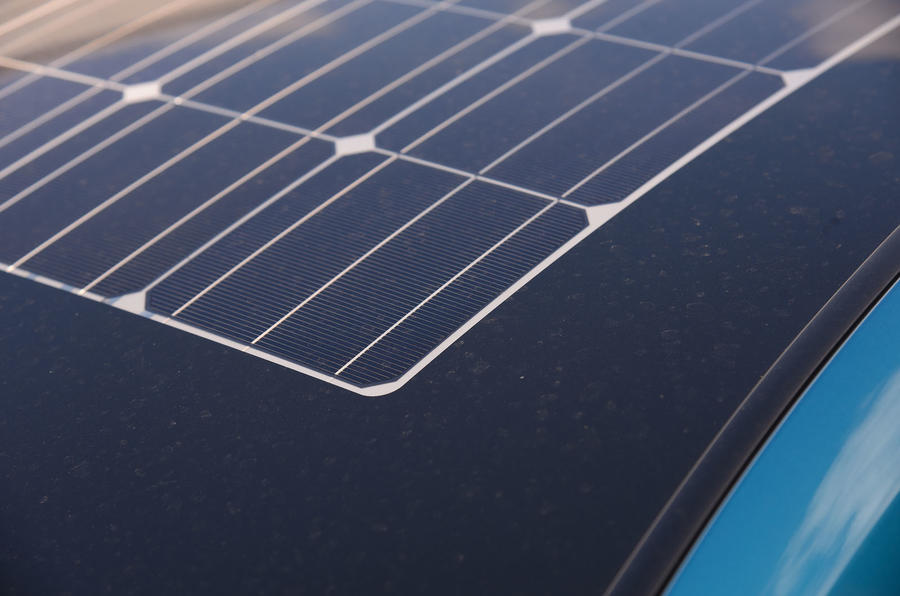 Toyota Prius Plug-in solar panel roof