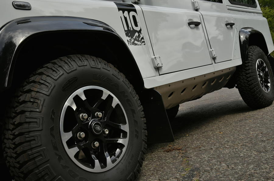 Land Rover Defender Adventure alloys